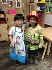 2 Students dresses up in costumes